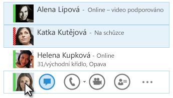 Snímek obrazovky s kontakty a jejich zobrazeným stavem a se zvýrazněnou ikonou pro odeslání rychlé zprávy