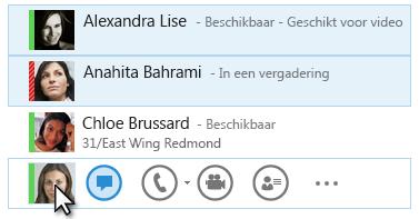 Schermafbeelding van contactpersonen met hun status, waarbij het pictogram Chatbericht is gemarkeerd